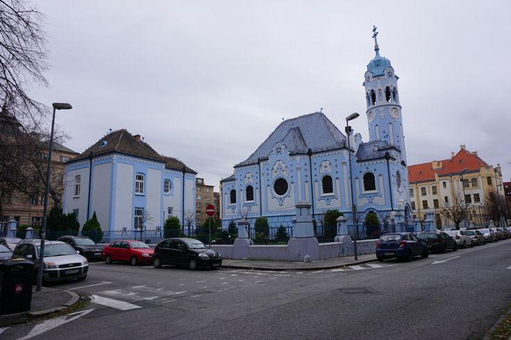"""Die """"Blaue Kirche Bratislava"""" - ein Flair von Hundertwasser und Gaudi in Bratislava"""
