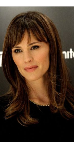 How to get Jennifer Garner's perfect blowout.  As if my arms bend that way.