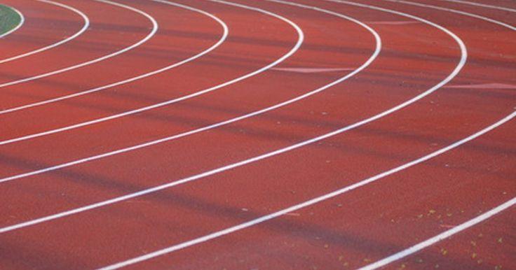 Diferentes disciplinas del atletismo. Las disciplinas del atletismo pueden ser rastreadas hasta los primeros Juegos Olímpicos celebrados en Grecia hace más de 2.800 años. Solamente una disciplina de carrera fue celebrada en esos primeros juegos, una carrera de unos 200 metros. Otros eventos se agregaron a medida que pasaron los años.