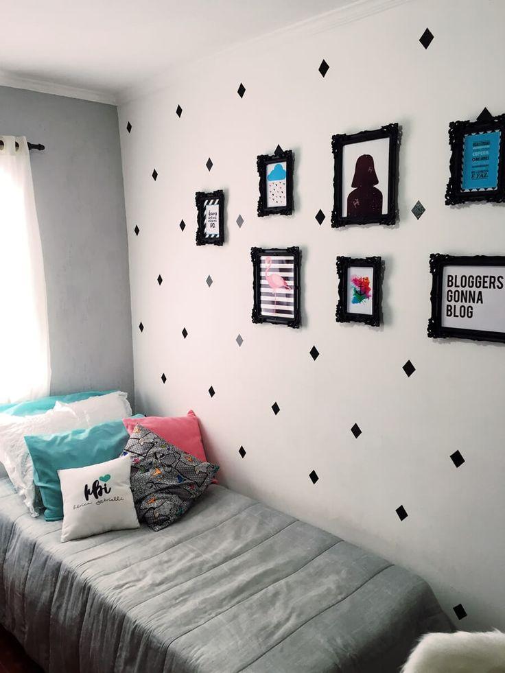 QUARTO FEMININO, com parede decorada com quadros. Quarto cinza e branco | #designdeinteriores #decor #inspiração #quarto