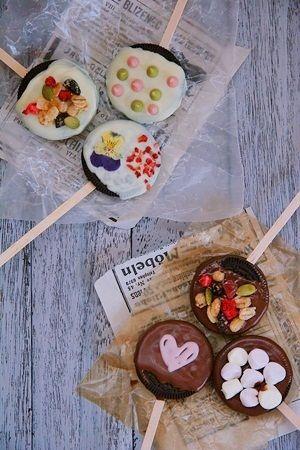 バレンタインにぴったりのお菓子♡チョコレートとオレオを使ったキュートなオレオ・ポップス