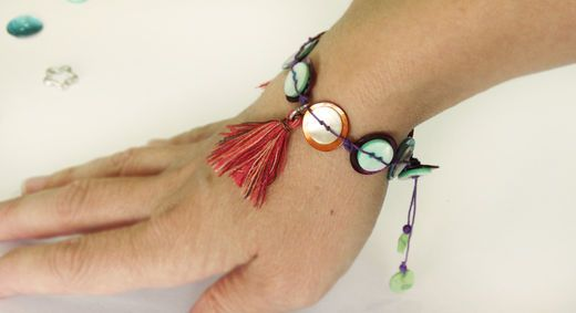 Summer bracelet - have fun making this colorful and trendy braclet!