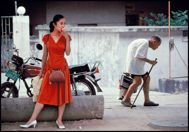 Ian Berry CHINA. Guangdong. Shenzhen. Ancient and modern China come together in this new industrial town. 1992.