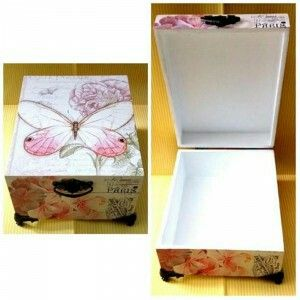 Multifunction box with elegant vintage design ready to decorate your room. Size: 20x16x6 cm