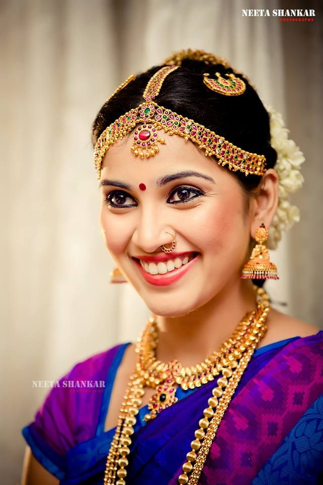 indian wedding hairstyle gallery%0A Traditional South Indian bride wearing bridal saree and jewellery