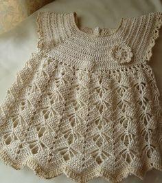 Precioso vestido de ganchillo tienda de lanas modelo de bebé - patrones de ganchillo gratis