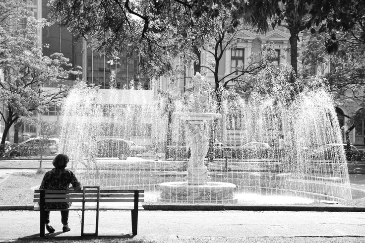 Philips #pinyourcity contest: Living in Belo Horizonte is ... taking a time to rest in front of the fountain! by Marcelo Fonseca
