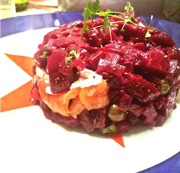 CUISINE | Une entrée subtile et classe : Tartare de betteraves, saumon fumé et chèvre frais