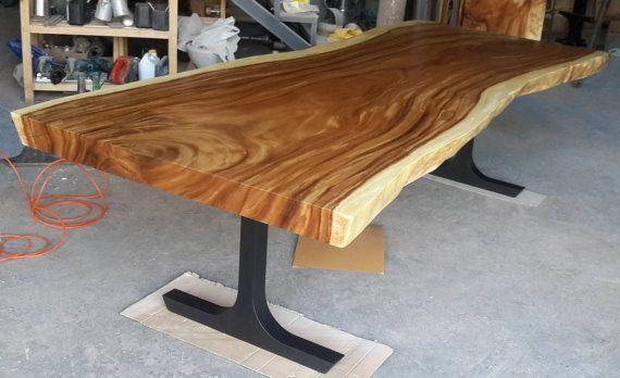 Descripción: Todas nuestras mesas son personalizados y por encargo. Esta tabla fue una pieza personalizada que creamos para un cliente en Asia. Esta mesa muy singular fue construida de una losa simple de Acacia tailandés, que es una madera muy rara. Tarda muchos años para este tipo de árbol de madera para llegar a estos tamaños. Es una madera muy dura y tiene hermosa veta profunda. Las dimensiones de esta mesa son de 3.0 metros de largo x 90 cm hasta 1 metro (energizados bordes) en ancho x…