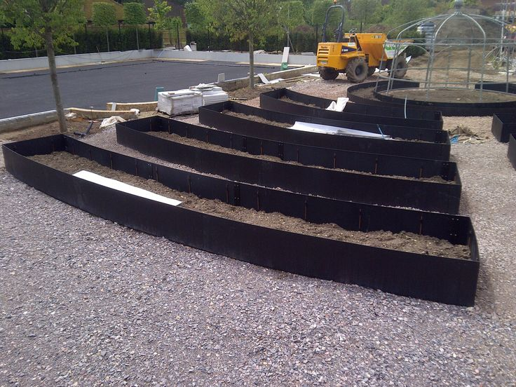The galvanised steel used in the EverEdge planters is flexible and can be shaped to any curve or bend. Since the steel planters are made to order they come pre-rolled to customer specification.