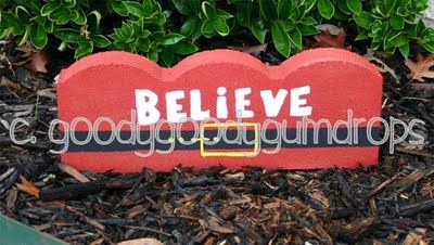 ***Pavers Crafts, Hands Painting, Painting Pavers, Pies Studios, Patios Pavers, Bricks Pavers, Pavers Bricks, Painting Bricks, Mud Pies