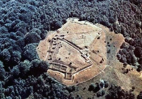 (Roman and Dacian settlements in Transilvania) COSTESTI-BLIDARU Dacian fortress, Hunedoara County It is one of the six Dacian fortresses from Orăştiei Mountains part of the UNESCO world heritage. The fortress was built in the first century BC as protection against Roman conquest.