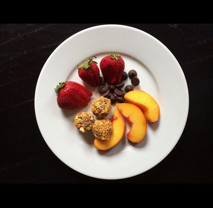 Breakfast: Peaches, Strawberries, Chocolate Chips and some GFB Bites! theglutenfreebar.com