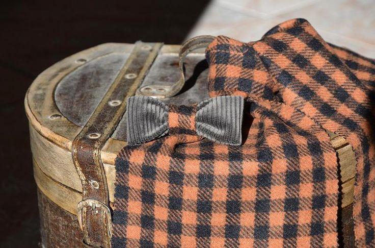 Papillon in cashmere marrone con inserto a quadri arancio di Papilau su Etsy