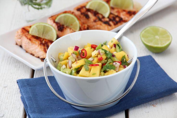 Grillet laks med mango- og avokadosalat