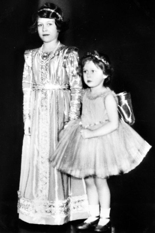 misshonoriaglossop:  Princesses Elizabeth and Margaret