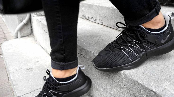 Mijn nieuwe Nike Darwin sneakers. Er was steeds iets wat ik miste in mijn kledingkast, en dat waren zwarte sneakers! Deze Nikes geven je outfit een sportieve look en passen perfect onder een shortje in de zomer. I can't wait to wear ithttp://keybykim.nl/fashion-2/ripped-denim-jacket/
