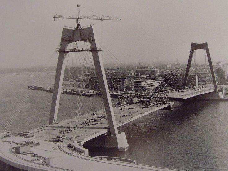 Nieuwe Willemsbrug in aanbouw 1980.
