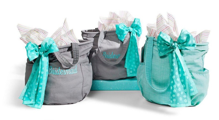 The Retro Metro bag as a bridesmaid gift idea.  *This is the purse that I'm now carrying too...switched from a black one to the turquoise one for the spring / summer :)