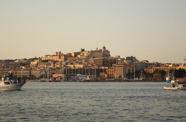 Cagliari-porto-part by Cadelsol, via Flickr