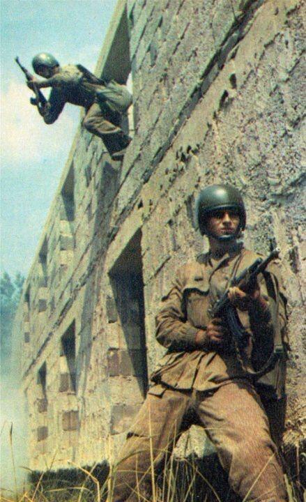 Fallschirmjäger der NVA, East German paratrooper