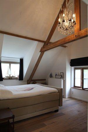 17 beste idee n over landelijke slaapkamers op pinterest primitieve slaapkamer frans - Slaapkamer onder het dak ...