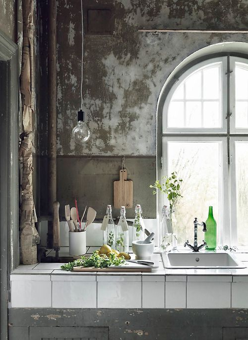 Rustic kitchen with hanging bulb - Murray Mitchellhttp://www.bloglovin.com/viewer?post=3049108509&group=0&frame_type=b&blog=2989435&frame=1&click=0&user=0
