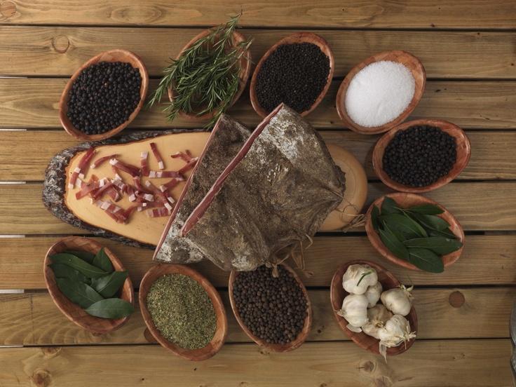 tutte le spezie dello Speck, Macelleria Dagostin Varena, Tradizione e Gusto  www.visitfiemme.it
