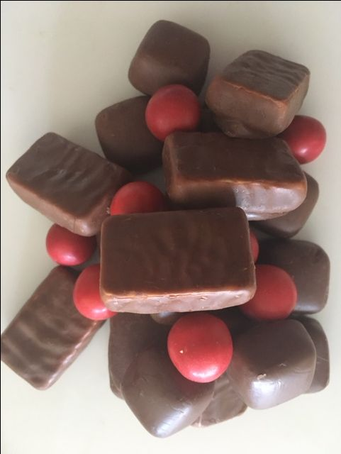 A delicious mix of Australian made Pineapple Lumps, Hard Caramels, and Jaffas. A chocoholics dream!
