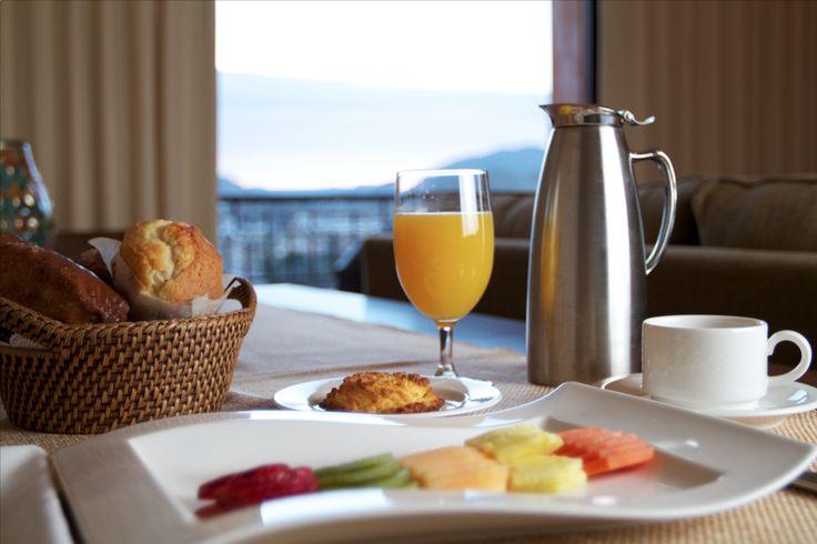 Breakfast in bed/ Desayuno en la habitación