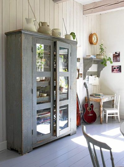 Grey painted wardrobe: Paintings Furniture, China Cabinets, Vintage Wardrobe, Cabinets, Grey, Gray Cabinets, Deco Vintage, Old Stuff, Old Books