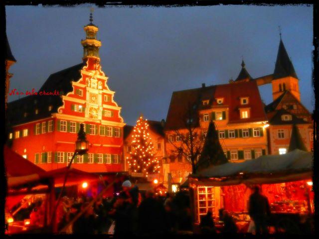 Der Esslinger Weihnachtsmarkt 2013 Der Esslinger MittelalterMarkt & Weihnachtsmarkt 2013. Partirà ufficialmente domani, 26 novembre, e terminerà domenica 22 dicembre. Qui siamo tutti in fermento. http://nonsolocrauti.blogspot.de/ #nonsolocrauti #esslingenamneckar #weihnachtsmarkt #germania