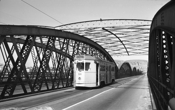 FM531 approaching Brisbane city via Victoria Bridge.
