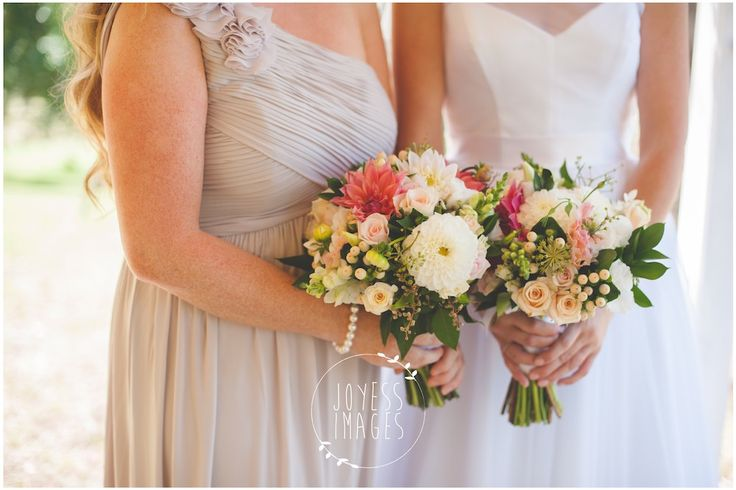 Sweet Dahlia Rustic Bouquets by Blooms + Twine Floral Studio // Photography by Joyess Images // Venue Peppers Creek Chapel