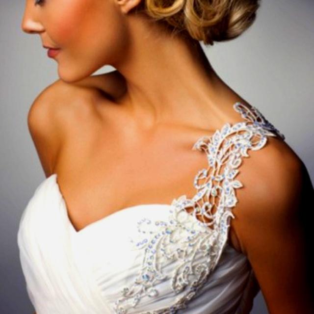 Lace shoulder