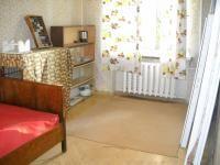 Продаю 3 комнатную квартиру в Одессе, Среднефонтанская.  Цена 55 тыс. $  4/5, спецпроект, 64/47/6, Н-2,7 м. Прихожая 5м, кухня 6 м, 3 комнаты 18+17+12 м, 2 балкона (один застеклен), т/в раздельные.  Свежий ремонт, новые межкомнатные двери, МПО, новые трубы и с/т, в комнатах паркет, в коридоре и кухне - линолеум, 2 встроенные шкафа, бойлер, счетчики, бронированная дверь.  Квартира двухсторонняя. Тел. 799-73-21, 794-38-38  АН «Мировая недвижимость»…