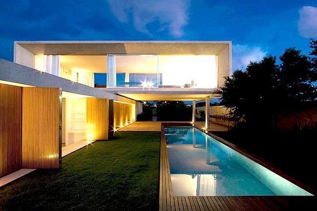 Osler House by MARCIO KOGAN