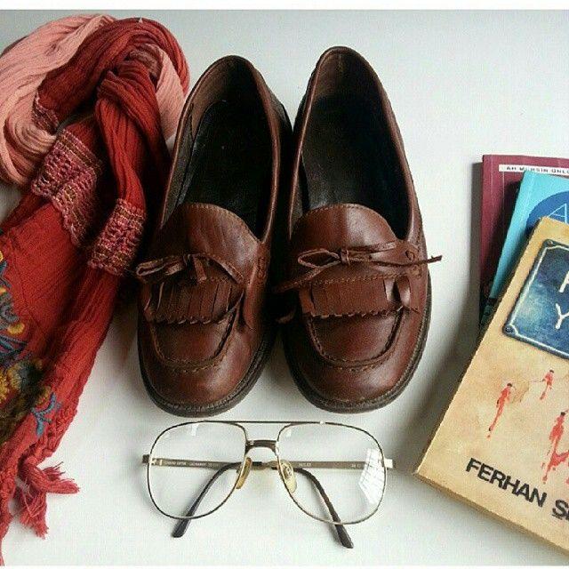 39numara deri ayakkabı 60 TL Vintage model gözlük 40 TL