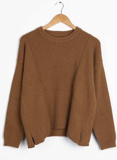 This top is basically the definition of comfort. If you look up comfort in the dictionary, more than likely you'll see a picture of this trendy sweater!