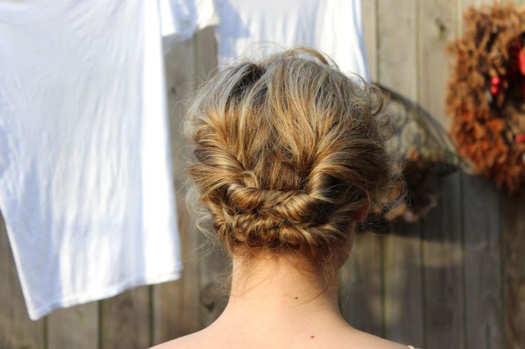 3 Ridiculously Pretty Updos For Curly Bobs - xoVain