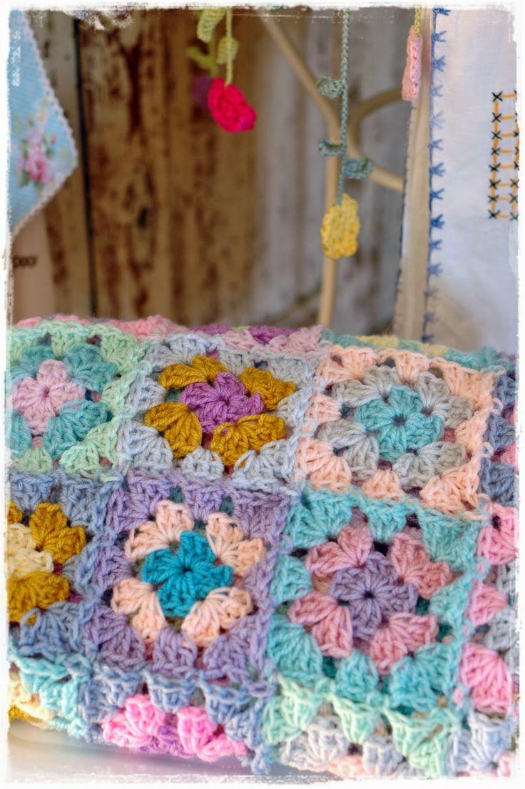 pretty crochet inspiration @ niebieska chata (Blue Cottage)