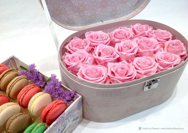 Париж. Стабилизированные розы и макаруны.  Цветы в коробках.Прекрасный подарок. Онлайн заказ. Доставка.