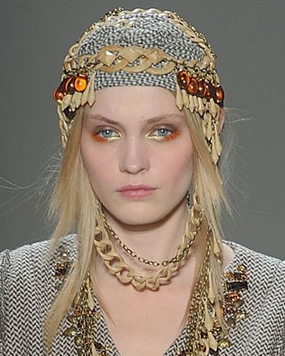 Now that's what I call festival fashion #herchcovitch #headpiece