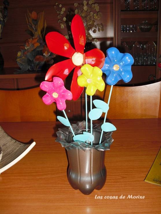 Flores y florero con botellas de pl stico mi reciclaje - Flores de plastico ...