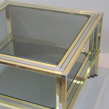 Mesa estilo Romeo Rega. Hollywood Regency - Latón dorado y metal cromado. Cristales tintados.