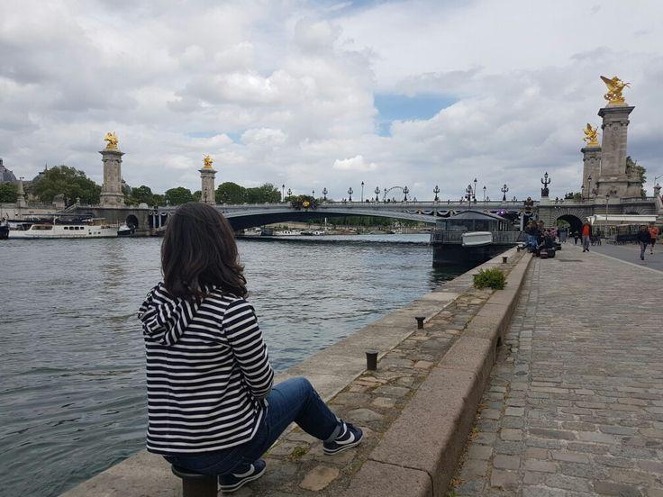Nas margens do rio Sena sentei e desfrutei 💘