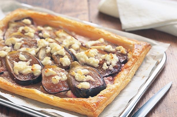 Goat's cheese and fig tart - Four ingredients is all it takes to get this gourmet tart on the dinner table.