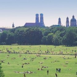 The Englischer Garten is said to be one of the first European parks, which was opened to the public in 1792. With an area of 3.75 km² it is one of the largest urban parks in the world, it is even larger than New York's Central Park. What could be more appropriate in the bike capital Munich than to discover the green lung of the city by bike? Discover it with artattendance!