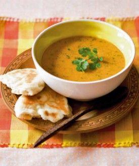 Rodelinzensoep met koriander en naanbroodjes - Recepten - Culinair - KnackWeekend.be