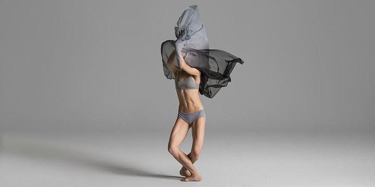 Gainage, maintien, souplesse… et grâce infinie. Du chignon aux pointes, on adopte l'allure des ballerines et on se cisèle une silhouette ferme et fuselée.